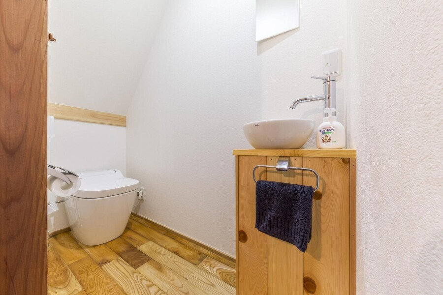 2LDK House to Rent in Chuo-ku Toilet