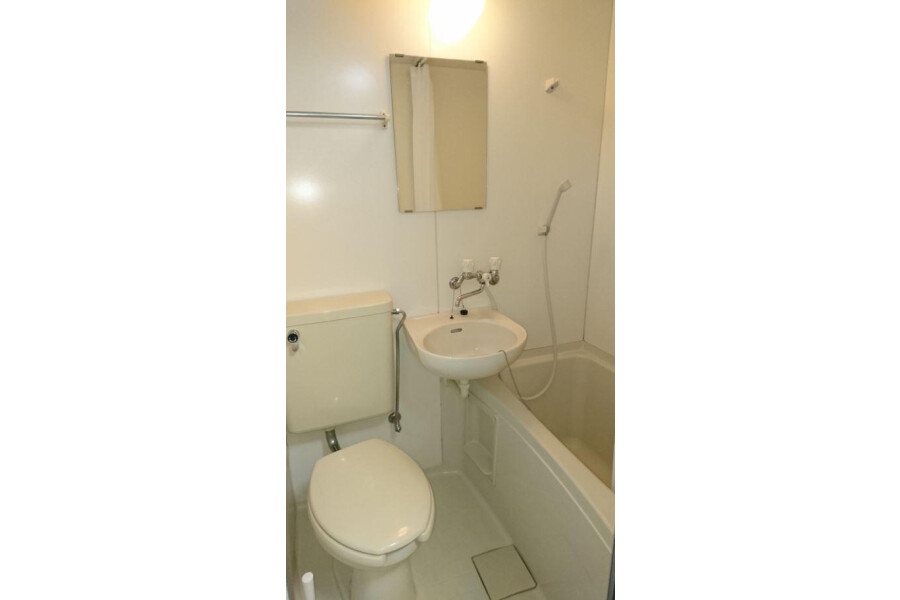 1K Apartment to Rent in Ibaraki-shi Bathroom