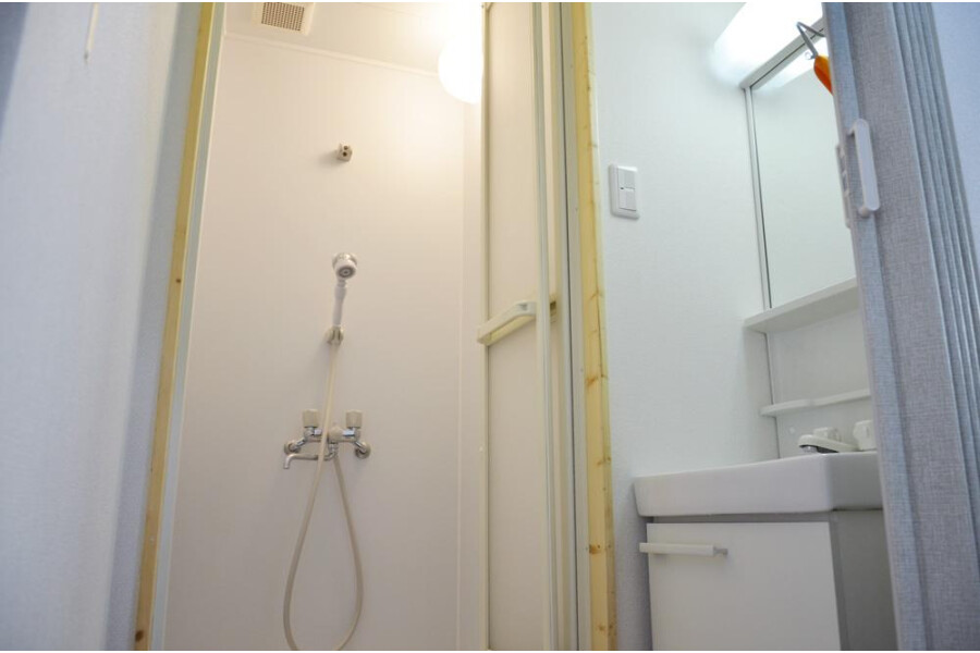 Private Guesthouse to Rent in Ota-ku Bathroom