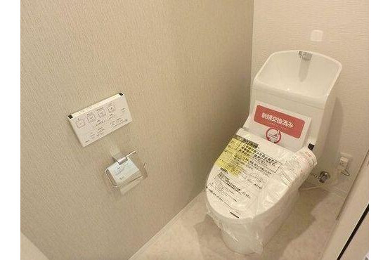 2SLDK Apartment to Buy in Shinagawa-ku Toilet