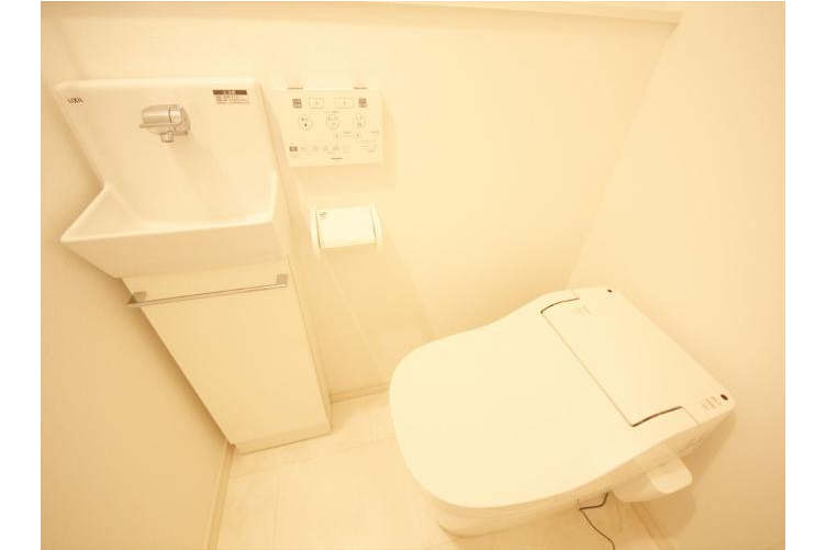 3LDK House to Buy in Shinjuku-ku Toilet