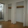 1K Apartment to Rent in Osaka-shi Nishiyodogawa-ku Storage
