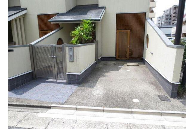 2LDK Terrace house to Rent in Nagoya-shi Higashi-ku Entrance