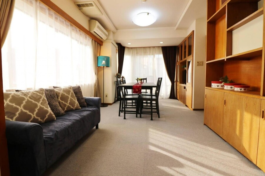 3LDK Apartment to Rent in Nakano-ku Living Room