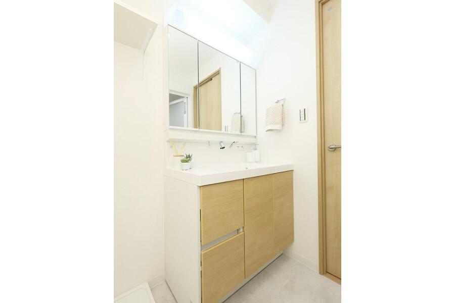 2LDK Apartment to Buy in Bunkyo-ku Washroom