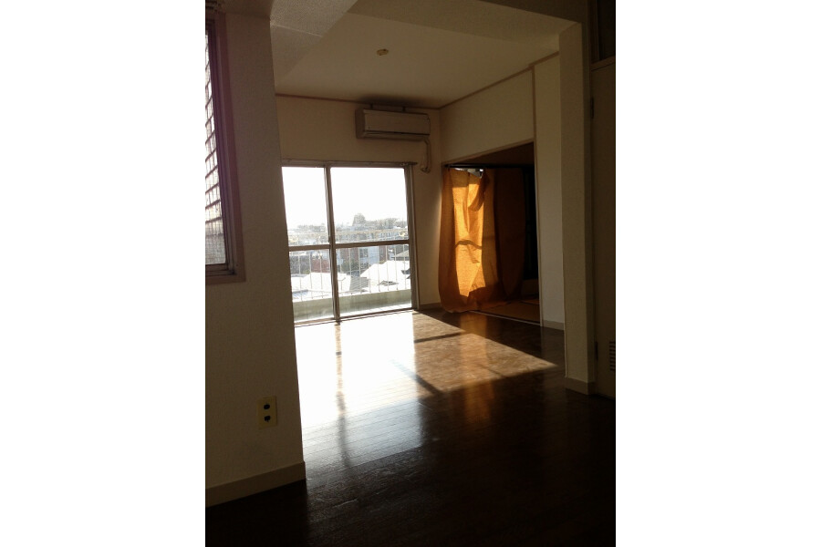 2LDK Apartment to Rent in Setagaya-ku Interior