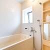 2LDK Apartment to Rent in Kita-ku Bathroom
