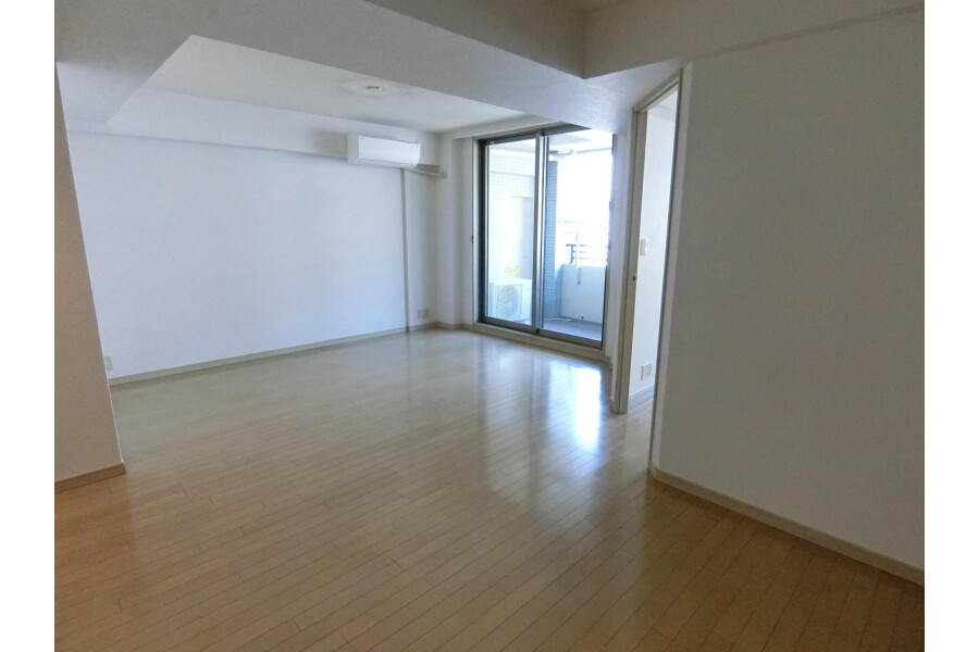 2SLDK Apartment to Rent in Yokohama-shi Kohoku-ku Living Room