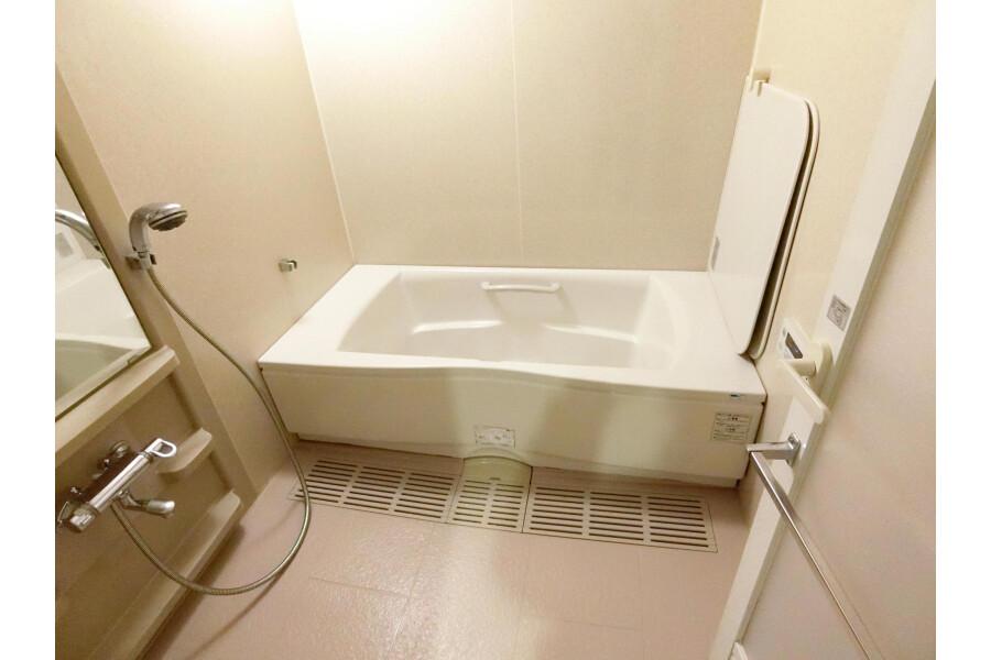 2SLDK Apartment to Rent in Yokohama-shi Kohoku-ku Bathroom