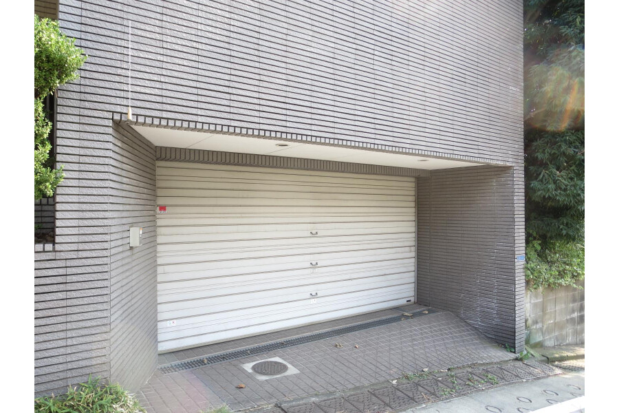 6SLDK House to Rent in Ota-ku Parking