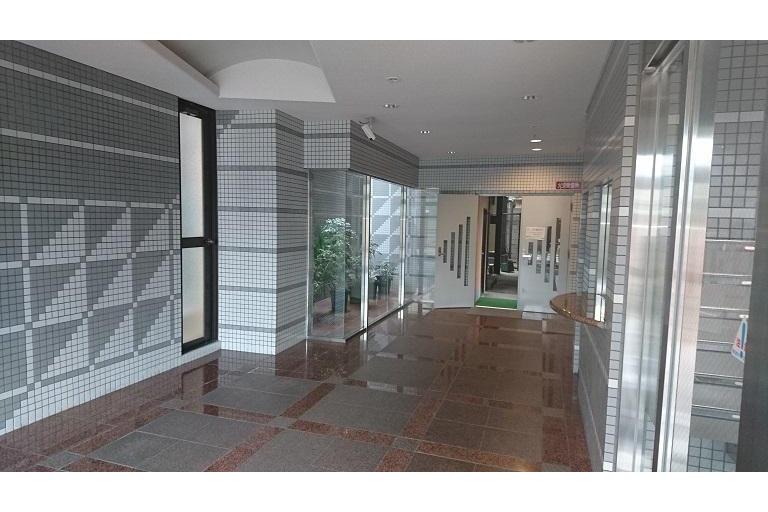 1R Apartment to Rent in Osaka-shi Naniwa-ku Lobby