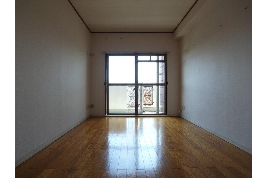 2LDK Apartment to Rent in Sumida-ku Interior