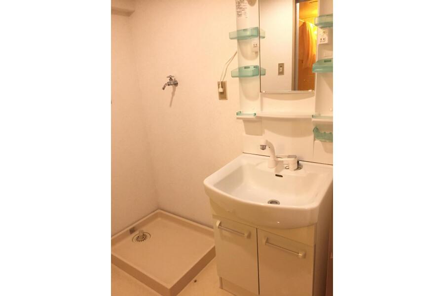 1LDK Apartment to Buy in Kyoto-shi Higashiyama-ku Washroom