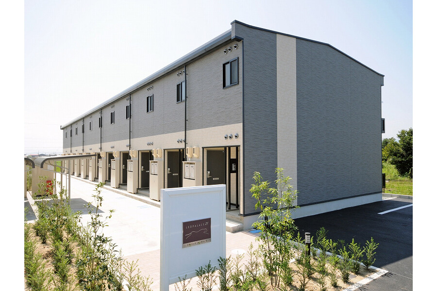 1K Apartment to Rent in Matsusaka-shi Exterior
