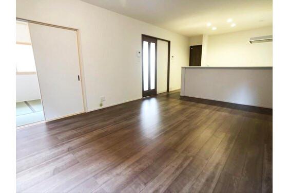 4LDK House to Buy in Sakai-shi Kita-ku Interior