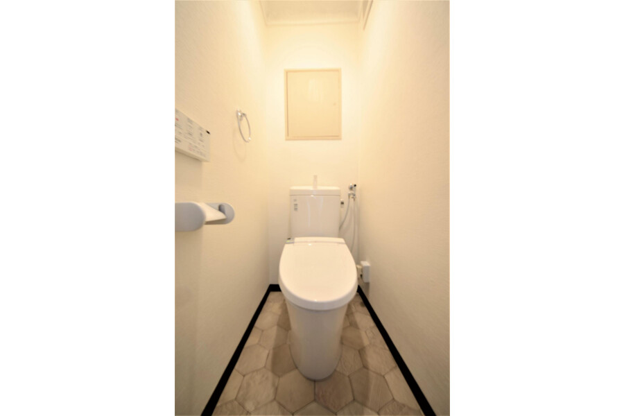 2LDK Apartment to Buy in Kyoto-shi Yamashina-ku Toilet
