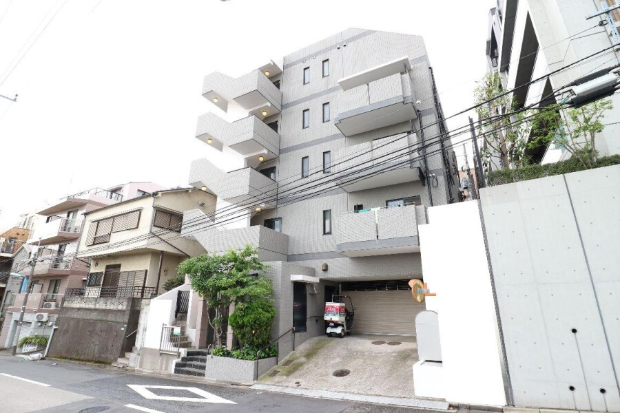 1LDK Apartment to Rent in Shinjuku-ku Exterior