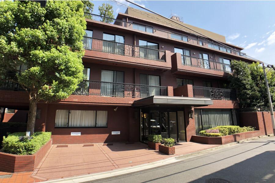2SLDK Apartment to Buy in Minato-ku Exterior