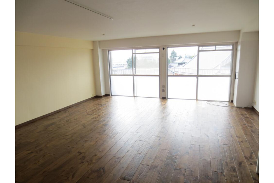 1R Apartment to Buy in Kyoto-shi Yamashina-ku Living Room