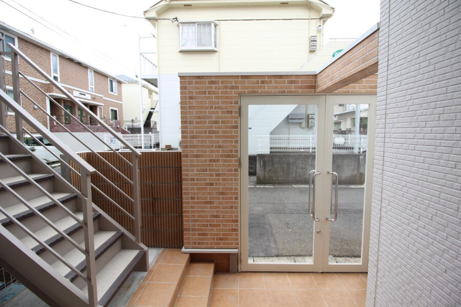 1K Apartment to Rent in Kawasaki-shi Tama-ku Entrance Hall