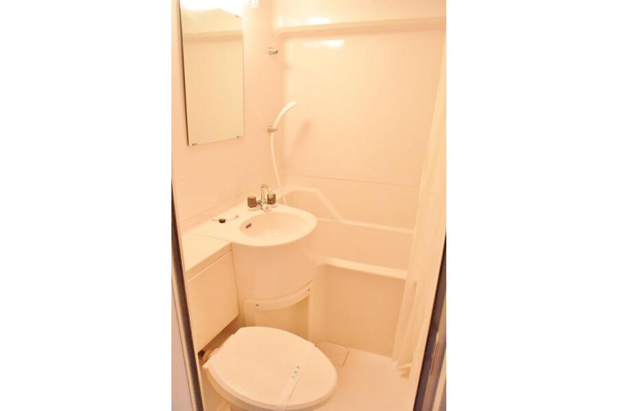 1R Apartment to Rent in Osaka-shi Naniwa-ku Bathroom