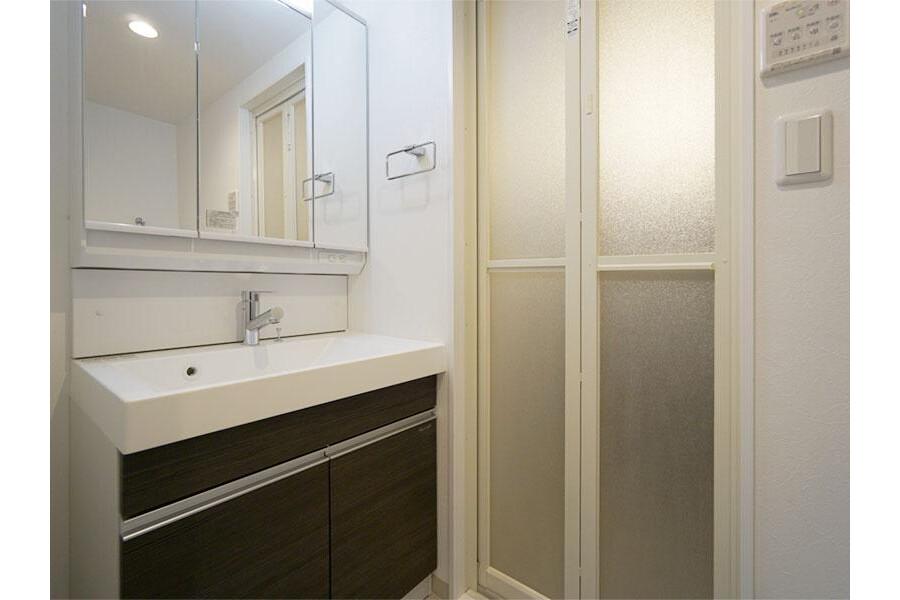 1LDK Apartment to Rent in Ota-ku Washroom