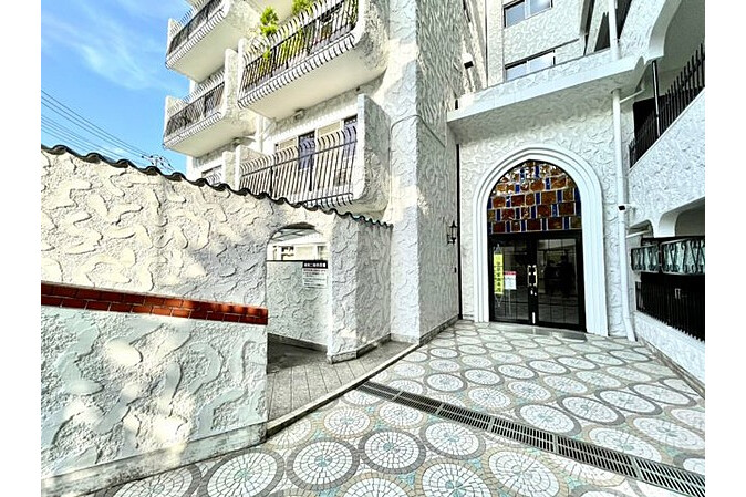 3SLDK Apartment to Buy in Meguro-ku Building Entrance