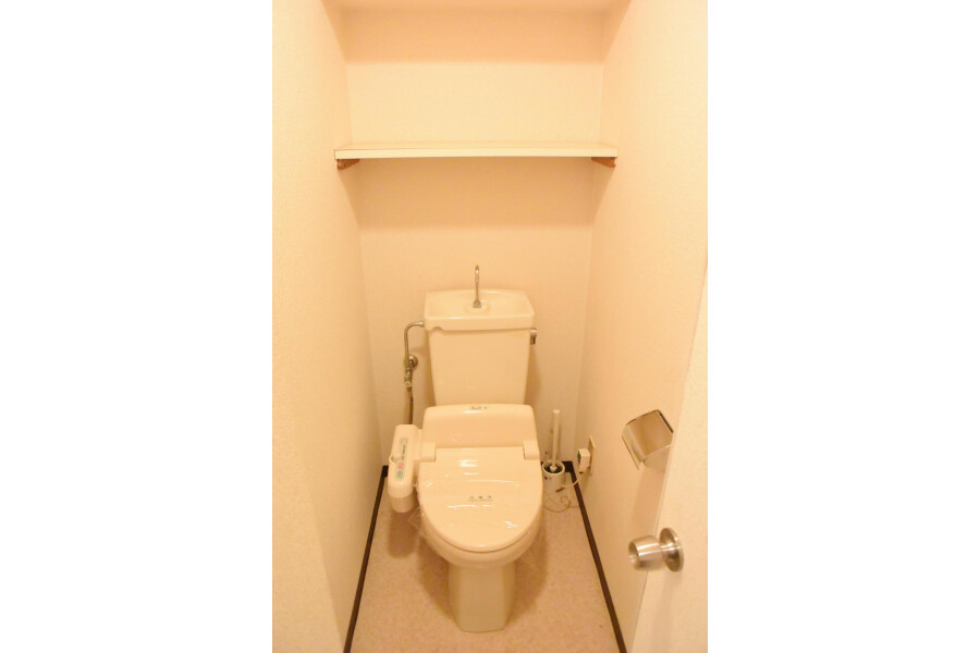 3DK Apartment to Rent in Osaka-shi Tennoji-ku Toilet