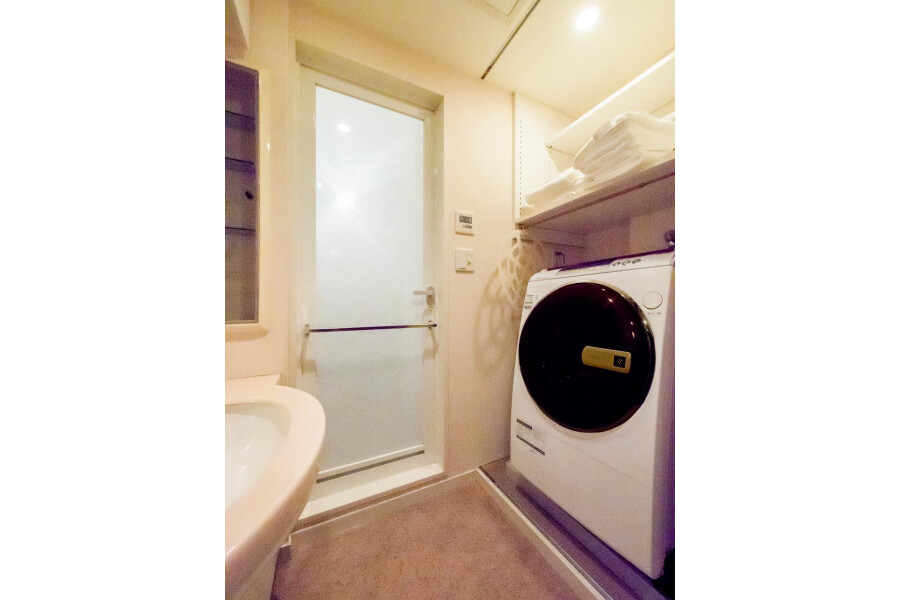 1LDK Apartment to Rent in Shinjuku-ku Washroom