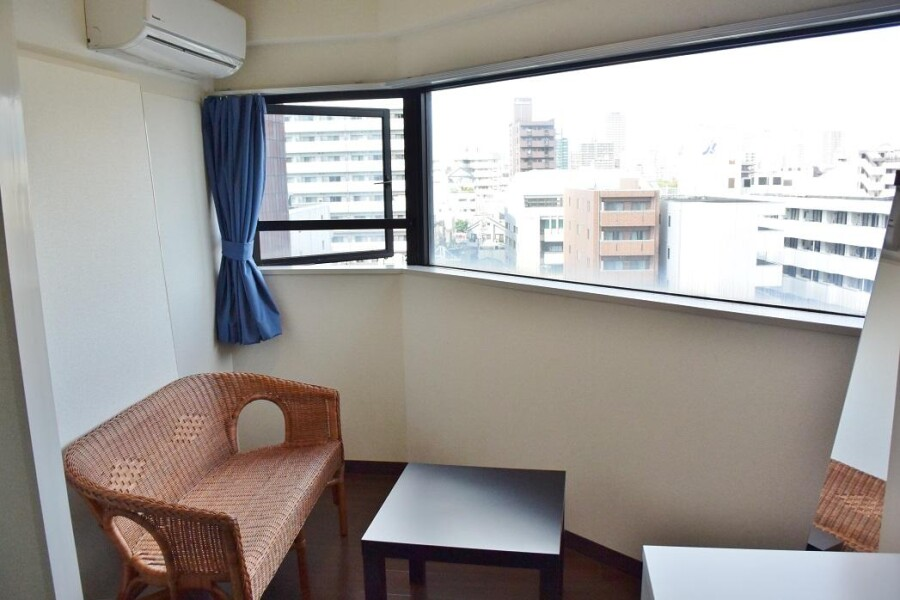 3DK Apartment to Rent in Osaka-shi Tennoji-ku Living Room