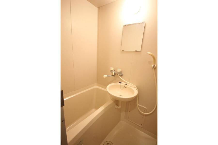 1K Apartment to Rent in Kawasaki-shi Tama-ku Bathroom