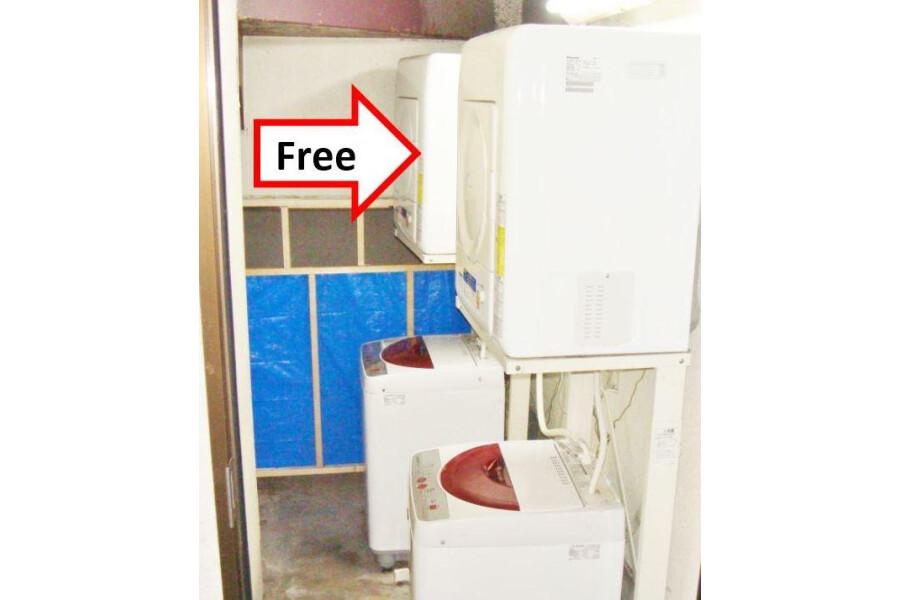 1R Apartment to Rent in Osaka-shi Nishiyodogawa-ku Coin laundry