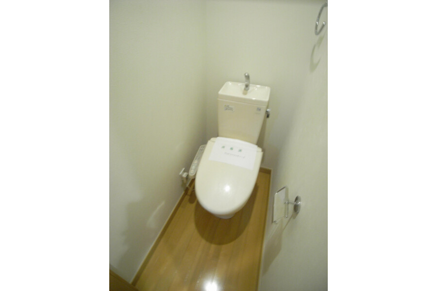 1R Apartment to Rent in Kawasaki-shi Takatsu-ku Toilet