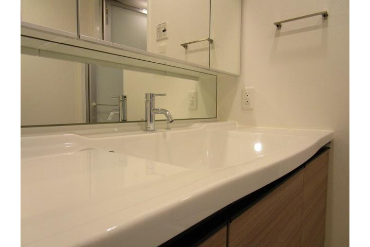 2LDK Apartment to Rent in Taito-ku Washroom
