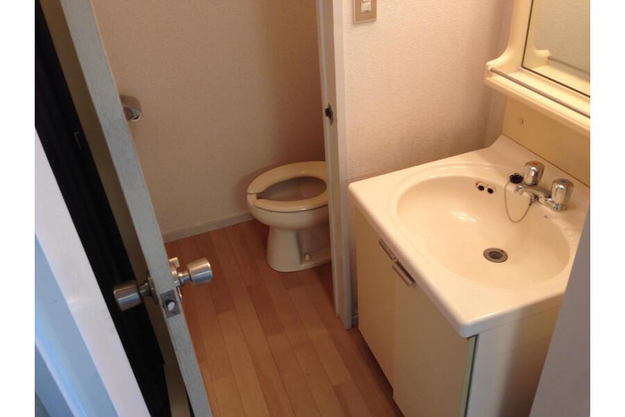 2DK Apartment to Rent in Kawasaki-shi Asao-ku Toilet