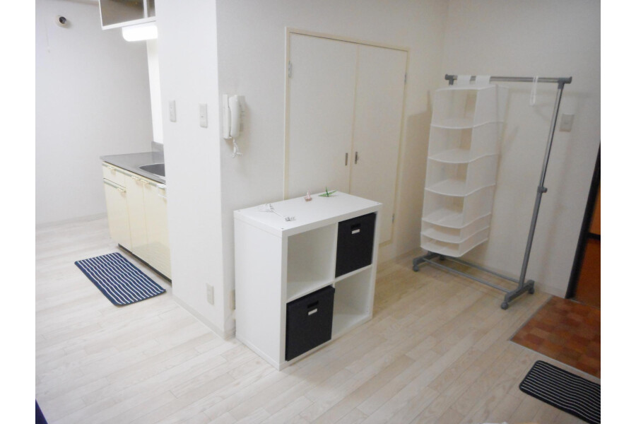 1R Apartment to Rent in Osaka-shi Chuo-ku Entrance