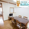 Shared Guesthouse to Rent in Shinjuku-ku Living Room