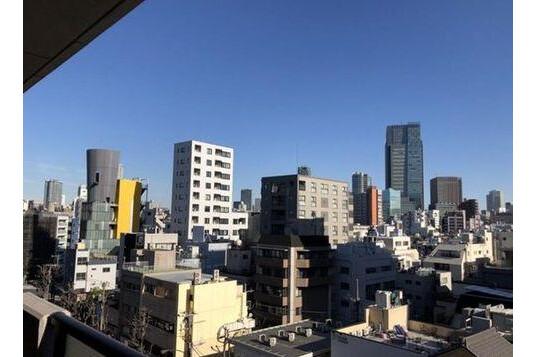 2LDK Apartment to Buy in Minato-ku Outlook