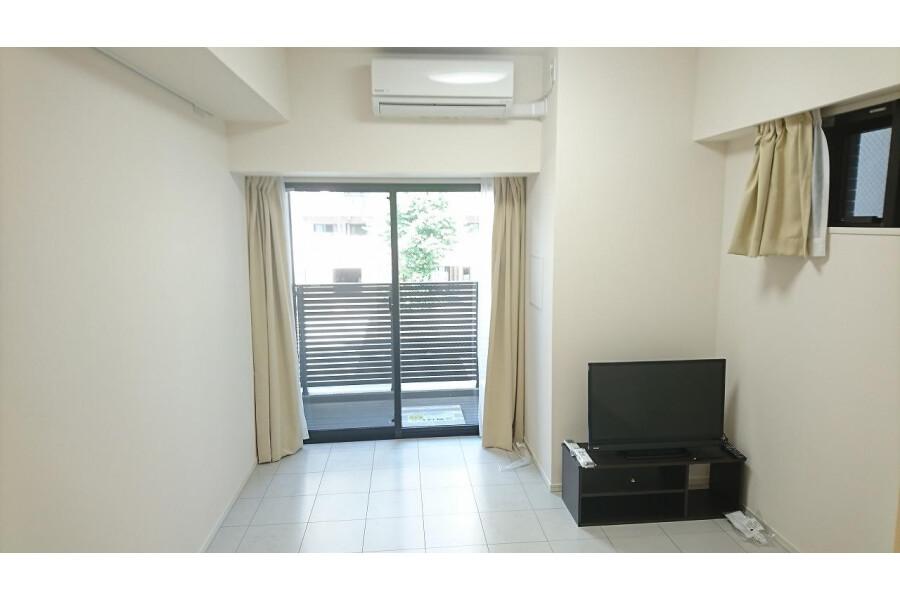 1K Apartment to Rent in Bunkyo-ku Living Room