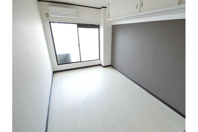 1R Apartment to Rent in Osaka-shi Higashisumiyoshi-ku Living Room