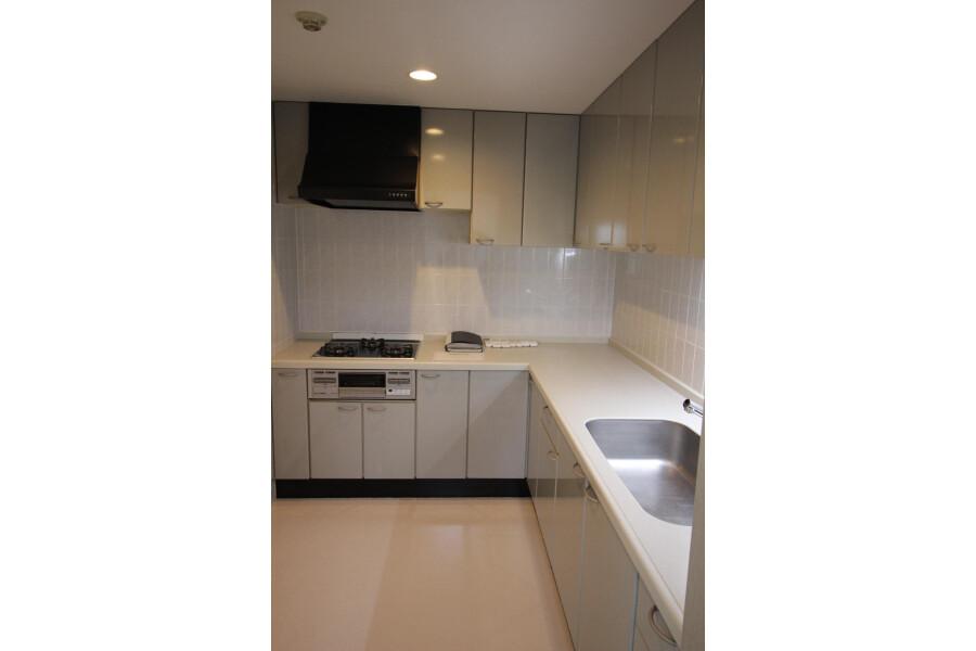 3LDK Apartment to Rent in Setagaya-ku Kitchen