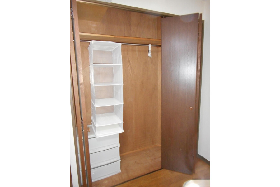 1R Apartment to Rent in Osaka-shi Abeno-ku Storage