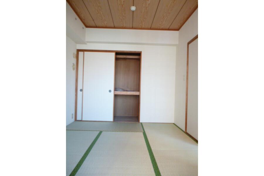 3LDK Apartment to Rent in Minato-ku Exterior