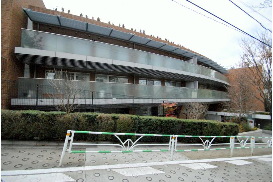5LDK Apartment to Rent in Shibuya-ku Exterior
