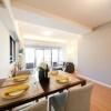 在千代田區購買2LDK 公寓大廈的房產 起居室