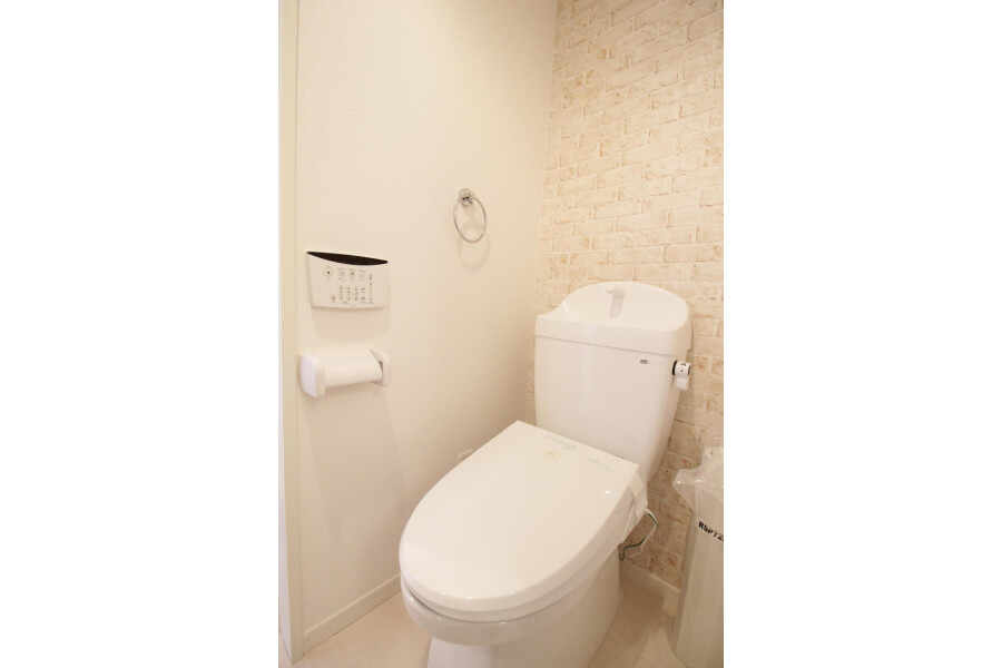 1R Apartment to Rent in Kawasaki-shi Tama-ku Toilet