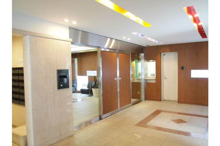 3DK Apartment to Rent in Minato-ku Exterior