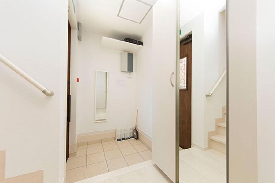 Private Guesthouse to Rent in Nerima-ku Entrance