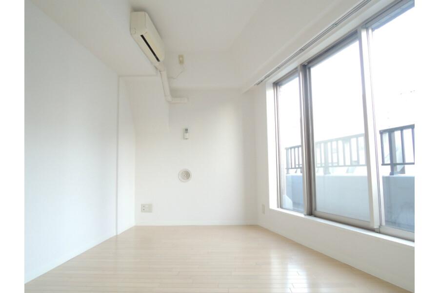 1DK Apartment to Rent in Chiyoda-ku Exterior