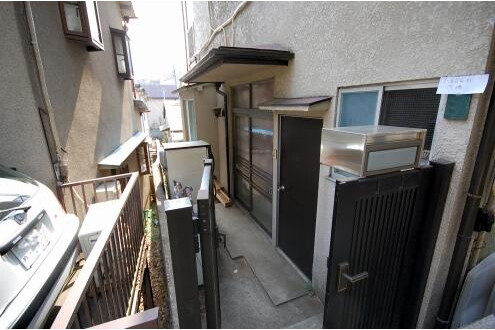 Private Guesthouse to Rent in Shinjuku-ku Outside Space